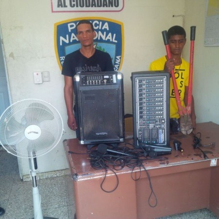 Apresan dos hombres robaron en iglesia en Santiago