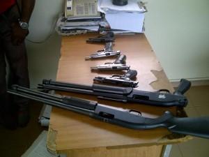 Incautan 6 armas de fuego ilegal en compraventa de Santiago