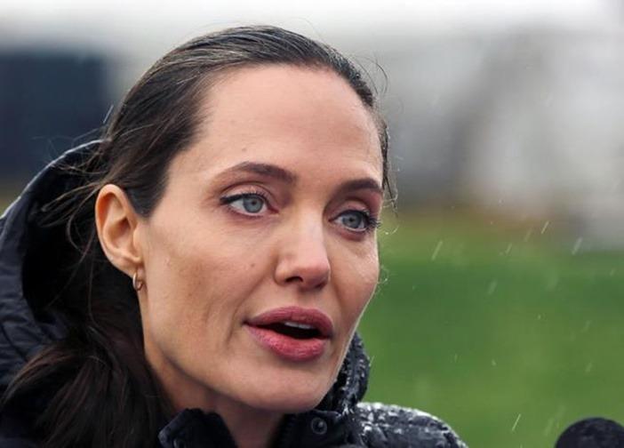 Angelina Jolie vuelve a atacar a Brad Pitt